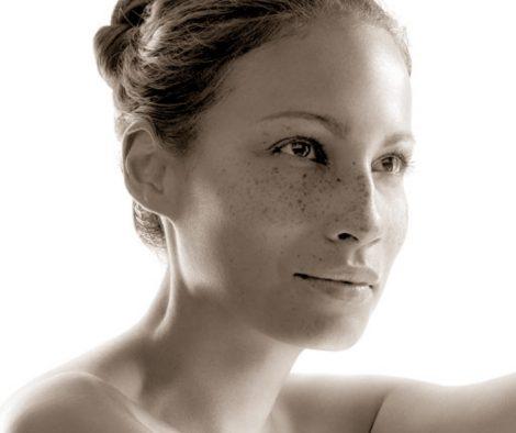 Ilumured-naine